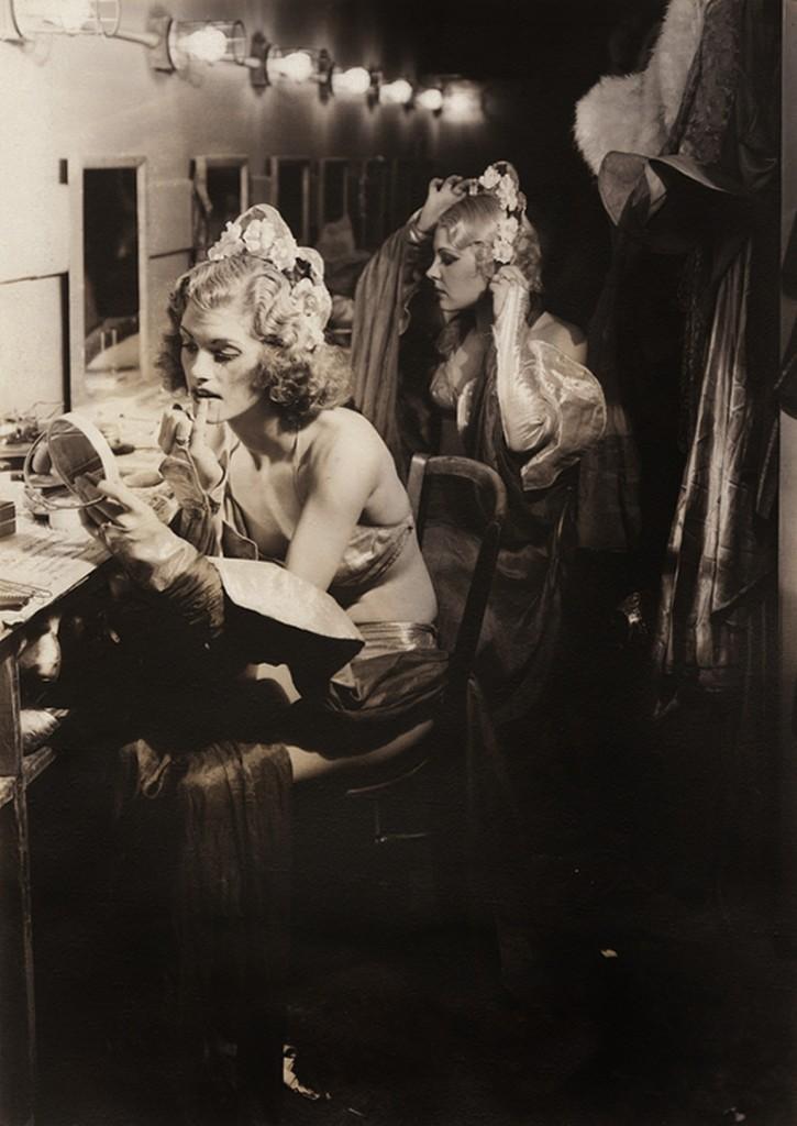 Margaret Bourke-White, Backstage – Burlesque Chorines, 1936